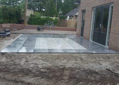 bestrating terras tegels achtertuin Nunspeet