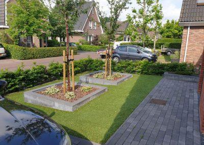 aanleg voortuin kunstgras border Vaassen
